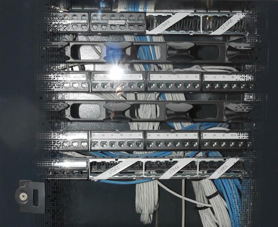 Installation informatique, baie de brassage...